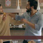 Joven pareja invita a sus amigos a comer Bombones Arcor muy despacito luego de 1 asado y no vas a creer lo que pasa