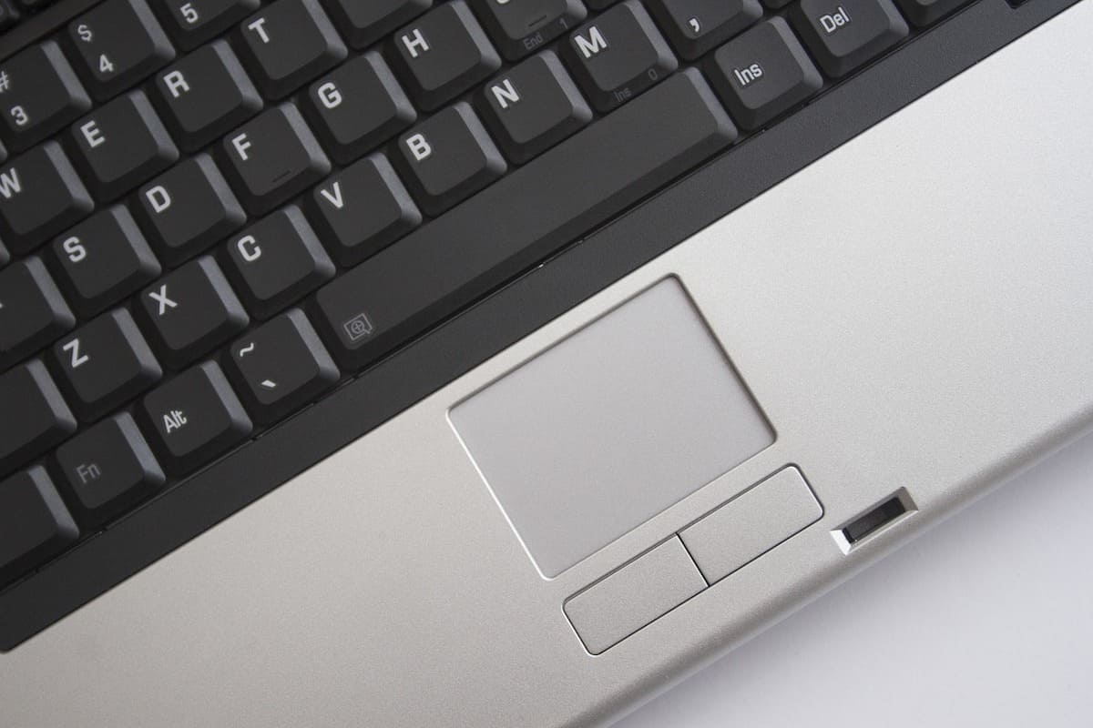 Como desactivar el touchpad del portatil al conectar un raton